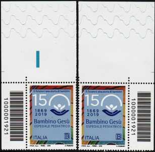 Ospedale pediatrico Bambino Gesù - 150° Anniversario della fondazione - coppia di francobolli con codice a barre n° 1921  in ALTO destra-sinistra