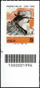 Federico Fellini - Centenario della nascita - francobollo con codice a barre n° 1996 in BASSO a sinistra