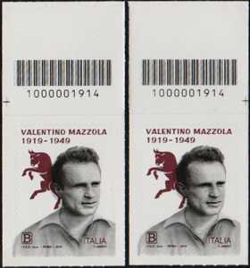 Centenario della nascita di Valentino Mazzola - coppia di francobolli con codice a barre n° 1914 in ALTO  Destra-sinistra