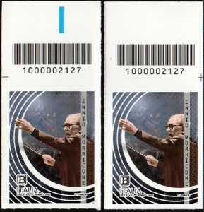 Le Eccellenze italiane dello spettacolo   :  Ennio Morricone - coppia di francobolli con codice a barre n° 2127 in ALTO destra-sinistra
