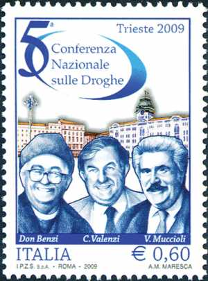 5ª Conferenza Nazionale sulle Droghe - Piazza Unità d'Italia a Trieste e ritratti di Don Benzi, Valenzi e Muccioli