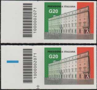 Presidenza italiana del G20 - coppia di francobolli con codice a barre n° 2071 a SINISTRA alto-basso