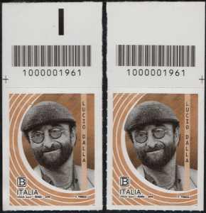 Le Eccellenze italiane dello spettacolo  - Lucio Dalla - coppia di francobolli con codice a barre n° 1961 in ALTO destra-sinistra
