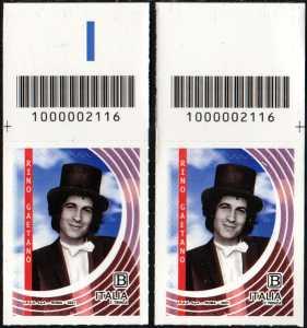 Rino Gaetano : 40° anniversario della scomparsa - coppia di francobolli con codice a barre n° 2116 in ALTO destra-sinistra