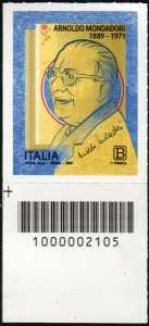 Arnoldo Mondadori - Cinquantenario della scomparsa - francobollo con codice a barre n° 2105 in BASSO a sinistra