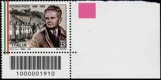 Lo Sport - 50° Anniversario della scomparsa di Vittorio Pozzo - francobollo con codice a barre n° 1910  in BASSO a destra